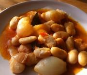 Giant beans stifado